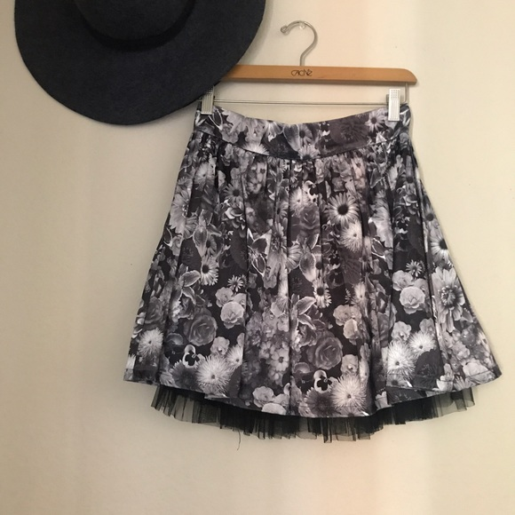 Shop women's skirts that are feminine, fun & flattering. Take a twirl in LOFT's collection of pencil skirts, maxi skirts, denim skirts, floral skirts & more!