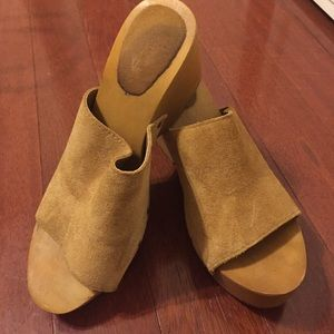Pull&Bear Shoes - Tan pull and bear clogs