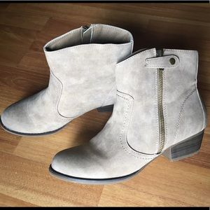 UNIONBAY Shoes - FINAL PRICE--💥NIB!💥 Taupe Zipper Ankle Booties