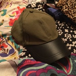 Accessories - Army green and leather baseball cap