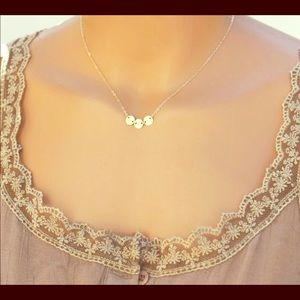 Dainty gold disc necklace