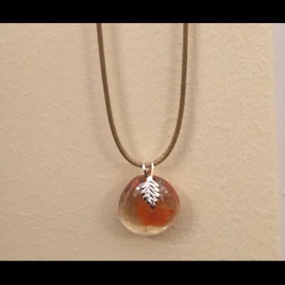 Jewelry - NWT pretty handmade necklace,orange clear flower