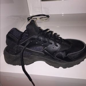 Nike Shoes - Nike huarache run black ❌sold on mercari❌