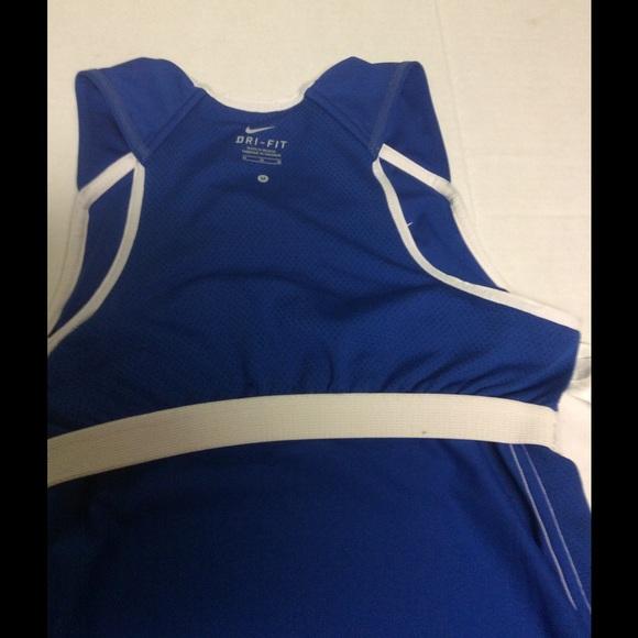 Nike nike women 39 s sports top with built in bra size m for Shirts with built in sports bra