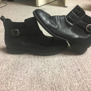 Bacco Bucci Shoes - SUPER COMFY black Italian leather booties