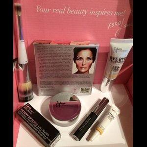 "It Cosmetics Other - NEW IT Cosmetics 7-piece ""Light"" Set Kit"