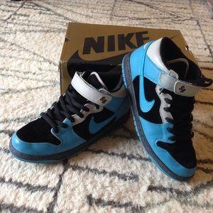Nike Other - Nike dunk mid pro sb in black/aqua blue size 11men