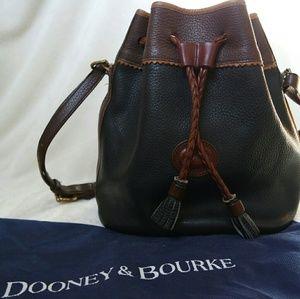 Dooney & Bourke Handbags - Price Drop! 🍔 Vintage Dooney and Bourke teton bag