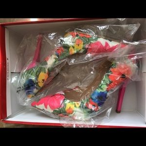 Guess Shoes - Brand New Guess Neodan Floral-Print Pump