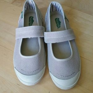 Simple Shoes - Simple slip-on tan shoes
