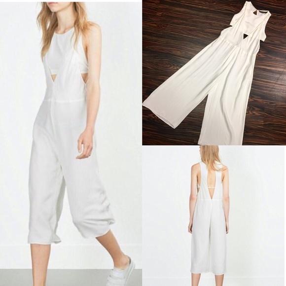 3b5372fded4 Zara Trafaluc culotte jumpsuit. M 5919d2e86802788bdc0094a1