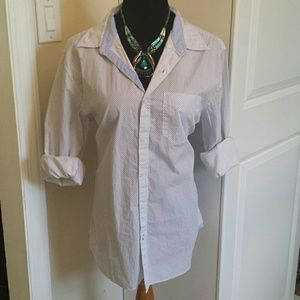 American Eagle Outfitters Tops - NWT lightweight button down patterned top