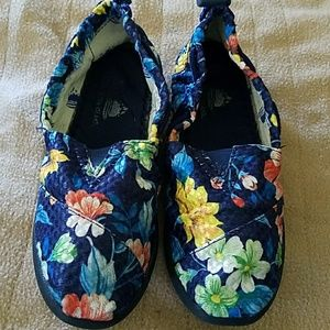 Aloha Island Other - Price drop! sz 1M Aloha Island slip-on shoes