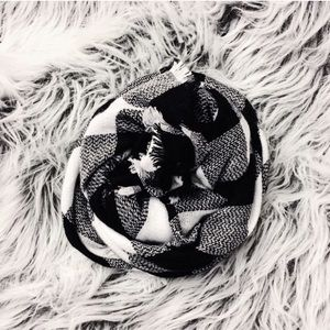 NEW | Black and white plaid blanket scarf