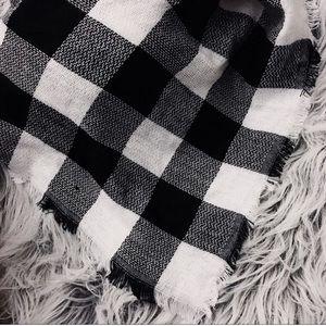 Karis' Kloset Accessories - NEW   Black and white plaid blanket scarf