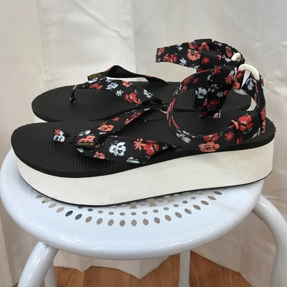 ad67bb23303c Floral Teva platforms size 9 so comfotable