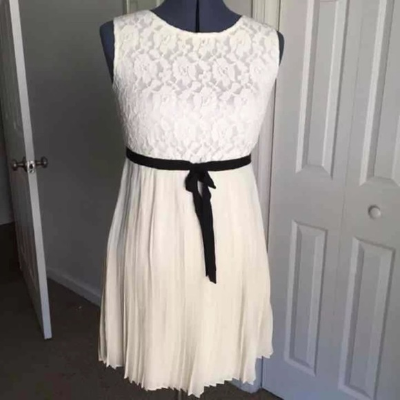 Forever 21 Dresses & Skirts - Forever 21 Cream Lace/Pleated Dress, Size M