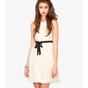 Forever 21 Dresses - Forever 21 Cream Lace/Pleated Dress, Size M