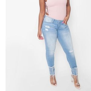 Denim - Shredded Ankle Crop Jeans