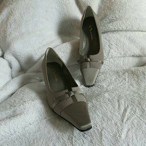 Nina Shoes - NWT Satin Pumps Knotted Bow Silver Gray 8 Wedding