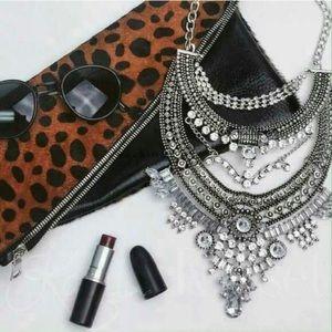 Karis' Kloset Jewelry - Jewelry | Chic Chick silver Statement Necklace