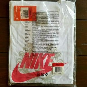 NWT Women's Nike Short Sleeve T-Shirt