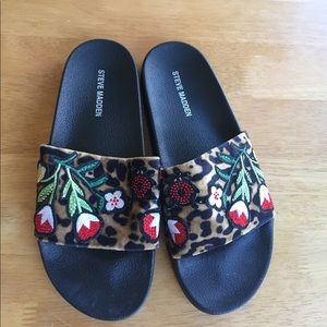 Steve Madden Shoes - Steve Madden slip on sandals size 8