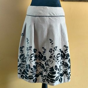 Gorgeous Covington Skirt. Size 6