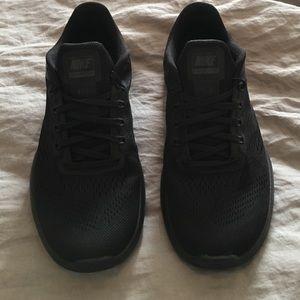 Nike Shoes - FREE GIFT!!! Women's Nike