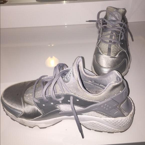 Nike Shoes | Nike Huarache Run Silver