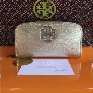Tory Burch Handbags - ❤️TORY BURCH BRITTEN WALLET NEW!