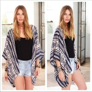 Tops - ✨JUST IN✨Black and White Aztec Print Kimono