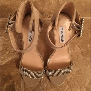 Ladies heels Great for the holidays
