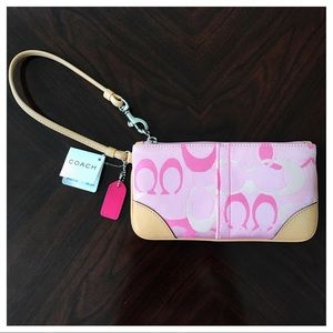 BRAND NEW COACH WRISTLET, tags on. 😃💕🌸