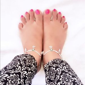 Jewelry - Gorgeous silver beach anklets