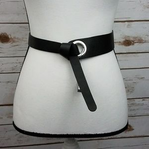{WHBM} Black Leather Slip/Loop Ring Belt-Medium