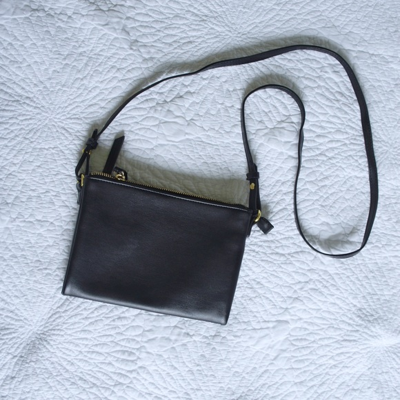 Old Navy Handbags - Double zipper faux leather crossbody purse