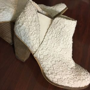 Anthropologie | White Lace Booties