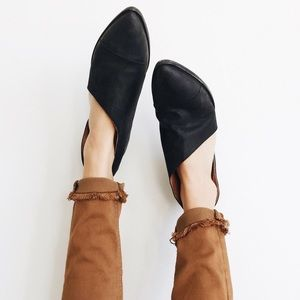 Shoes - Black Mont Blanc Closed Toe Flats