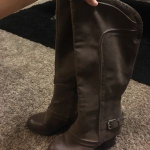 Perfect brown heeled boots!