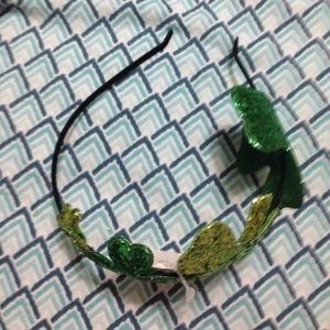 Headband with clovers