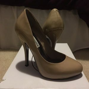 Steve Madden Shoes - Steve Madden nude pumps