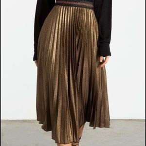 Dresses & Skirts - Metallic Glitter Pleated Midi Skirt