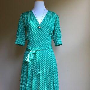 Leota Dresses & Skirts - Leota Green Faux Wrap Dress