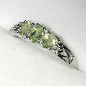 Jewelry - 💕 10K White Gold peridot & diamond ring sz 6