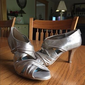 Sofft Shoes - Metallic gold pumps