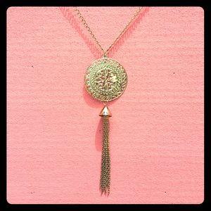 """Jewelry - 🎉FREE w/ Bundle Dainty """"Gold"""" Statement Necklace"""