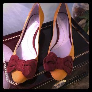 Johnston & Murphy Shoes - Adorable Mustard Suede Kitten Heel Pumps