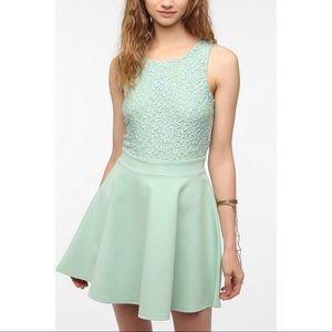 Kimchi Blue Dresses & Skirts - KIMCHI BLUE // Lace Dress