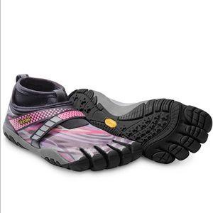 Vibram Shoes - NIB Vibram Lontra running shoes, sz 6/6.5